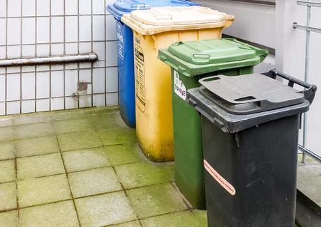 Kuriose Feiertage - 7. März - Tag der Mülltrennung - Eugène Poubelle und die Abfalleimerpflicht - 2017 Sven Giese - 2