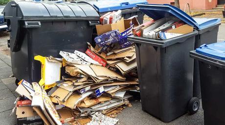 Kuriose Feiertage - 7. März - Tag der Mülltrennung - Eugène Poubelle und die Abfalleimerpflicht - 2017 Sven Giese
