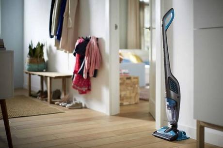 ein neuer wisch staubsauger zieht ein. Black Bedroom Furniture Sets. Home Design Ideas