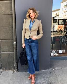 Gianna Possehl:An weite Jeans muss man sich vielleicht erst wieder gewöhnen - eine schmalere, dunklere würde ich im Business vorziehen. Ansonsten Super