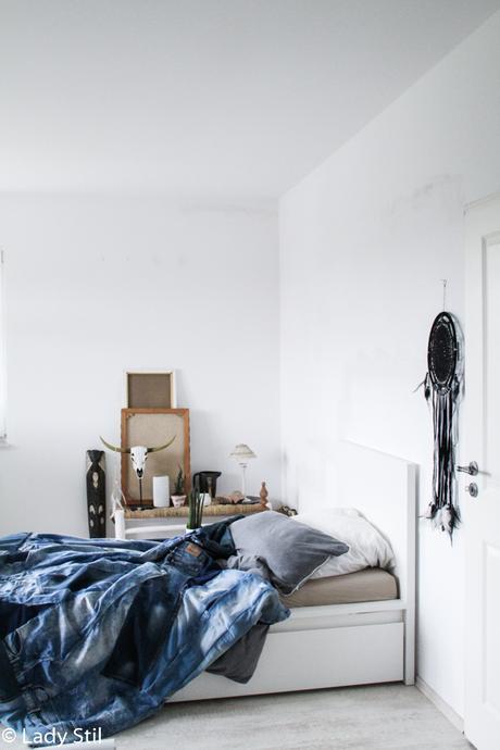 Jeansblaue Wohnaccessoires, Interior Trend 2017 Blue Jeans, Jeansdecke DIY, wie näht man eine Decke aus alten Jeans mit Anleitung, Boho-Schlafzimmer mit blauer Jeansdecke