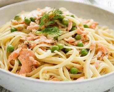 Cremige Räucherlachs Pasta mit Erbsen