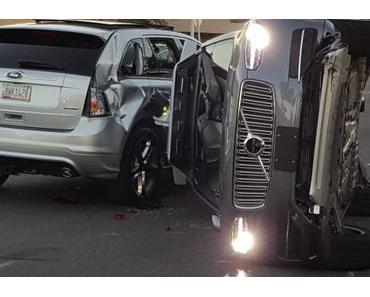 Uber stoppt autonome Autos nach Unfall