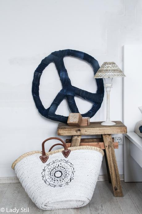 diy blue jeans peace zeichen. Black Bedroom Furniture Sets. Home Design Ideas