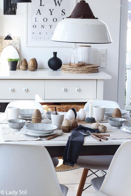 Tischdeko zu Ostern mit Holzeiern Madam Stoltz und Mandala Eiern
