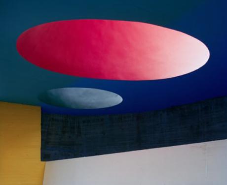 Ja, was will sie denn, die Architekturfotografie? (Foto: Couvent de Saint-Marie de La Tourette I, Eveux, 2013, C-Print hinter Acrylglas, 140 x 170 cm © Margret Hoppe)