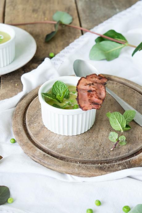 Erbsensuppe mit Speck und Minze   Pea Mint Soup with Bacon