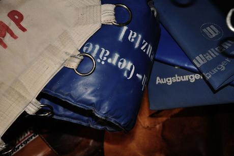 Fromm und stramm: Turngeräte zum Umhängen