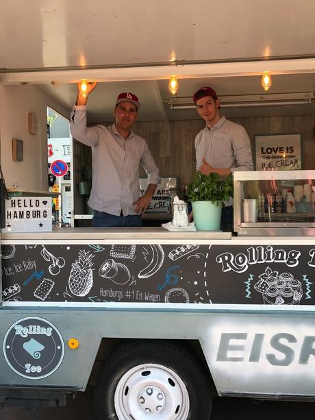 Yeshe und Keywan in ihrem Rolling Ice Truck