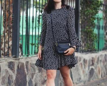 Modetrend: Florale Prints – Outfit mit Ganni Blumenkleid im Fashionkarussell