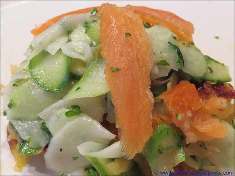 Rösti mit mariniertem Kräuter-Spargel und geräuchertem Lachs