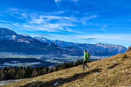Bergabgehen: 8 Möglichkeiten, deine Knie zu schonen