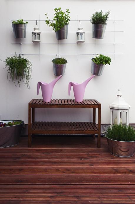 Diy kr uterwand kr utergarten anlegen auf balkon und terrasse - Wandgestaltung terrasse ...
