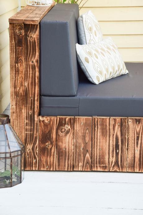 flambierte diy sitzm bel aus paletten der einfache und. Black Bedroom Furniture Sets. Home Design Ideas