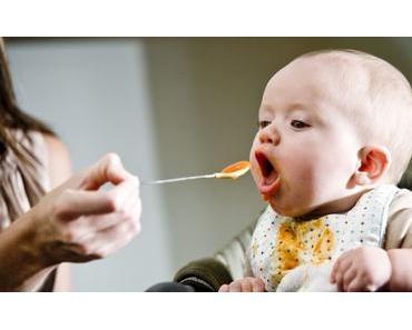 Ab wann Brei einführen? Wann ist es Zeit für Babys ersten Brei?