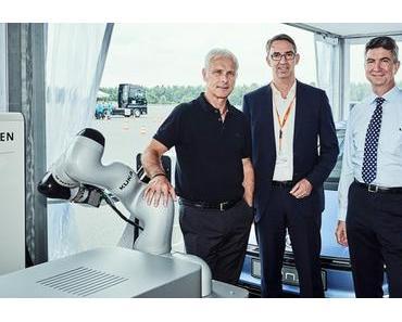 Volkswagen und KUKA starten Kooperation: Robotergestützte Innovationen für Fahrzeuge der Zukunft als Ziel