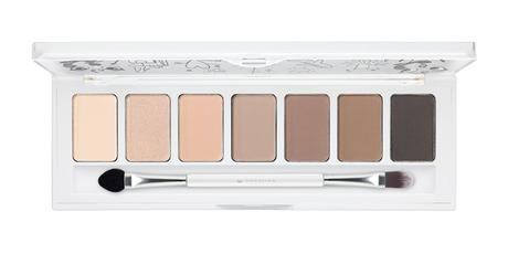 ess_AndTheLovelyLittleThings_01GirlsOnThePhone_EyeshadowPalette_opend