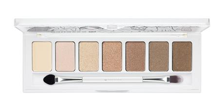 ess_AndTheLovelyLittleThings_02Wardrobe_EyeshadowPalette_opend