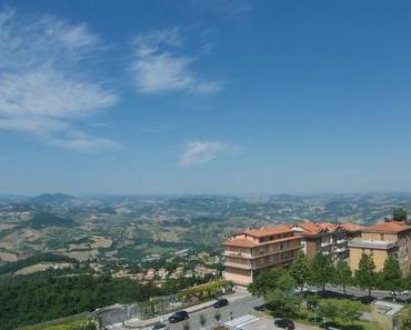Ein sonniger Tag in der Stadt San Marino