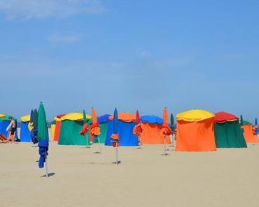 Reisefoto der Woche: Buntes Treiben am Strand von Deauville