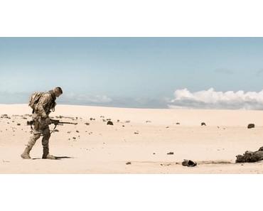 Im Kampf gegen die Wüste steht Armie Hammer in ÜBERLEBEN auf einer Landmine