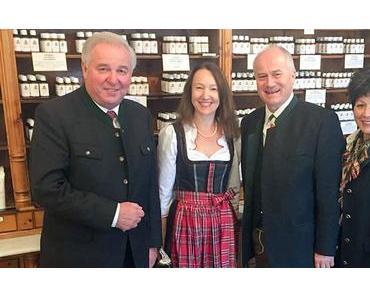 LH Schützenhöfer und LR Seitinger zu Besuch in der Apotheke Mariazell