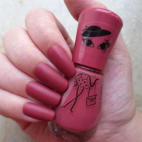 #misslackiert essence and the lovely little things nail polish 02 ... and my matt hat swatch