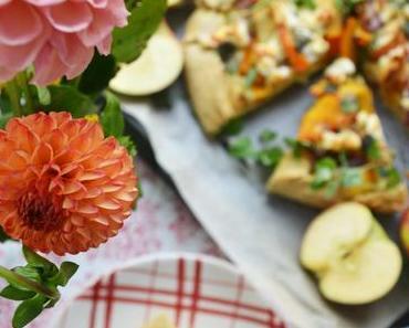 Runder Herbstzauber! Kürbis-Apfel-Galette mit Ziegenkäse