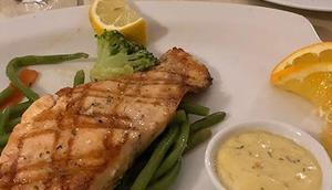 Lecker Lachs beim geilen Griechen #greek #foodporn Instagram