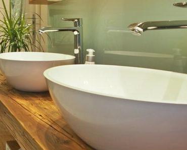 Badezimmer in Wiesbaden mit Altholz