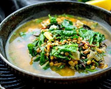 Linsensuppe mit Spinat und Mangold