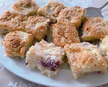 Buttermilchkuchen mit Kirschen und Kokos