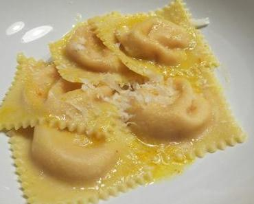 Kürbis-Ravioli mit Mascarpone in Salbei-Butter
