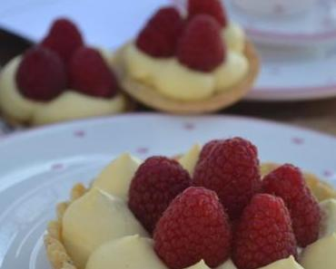 LOVE IS IN THE AIR! Zarte Mandel-Tartelettes mit Mascarponecreme und Himbeeren zum Valentinstag