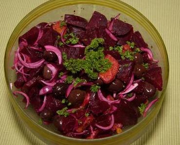 Rote Bete-Orangensalat mit schwarzen Oliven (vegan)