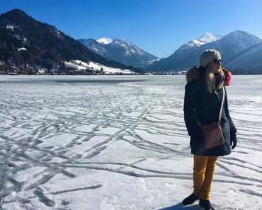 Spazierengehen AUF dem zugefrorenen Schliersee
