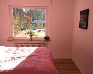 Schlafzimmer mit Naturholzboden