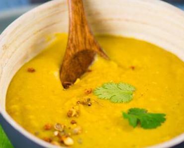 Echtes Soulfood: Gelbe Linsensuppe mit Curry und Kokosmilch