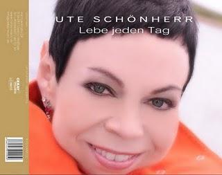 Sängerin Ute Schönherr beim 12. Kultursommer im Barkauer Land