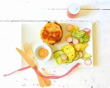 Knusprige Kohlrabi-Schnitzel an Kartoffel-Radieschen-Salat