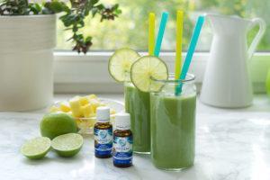 Grüner Energy-Smoothie mit Ananas