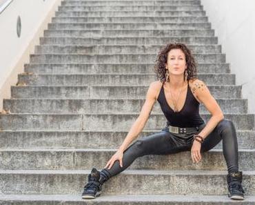 Begegnung durch Bewegung: StuntWoman Cornelia Dworak aus Wien
