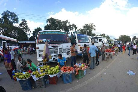nepal-markt-bus-reise-backpacker