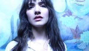 """Exklusive Premiere: ELIS veröffentlicht expressive Video """"For Her"""""""