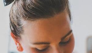 einfache Tuchfrisuren mittellange Haare