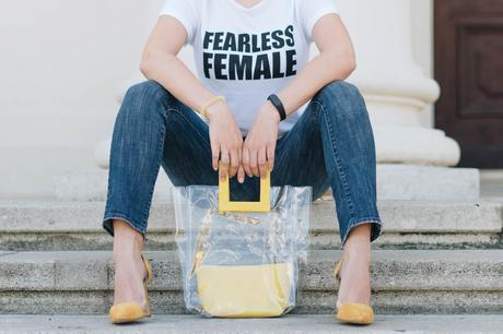 #Sommertrend Transparenz in Statement Shirt von Mango, Bule Jeans, transparenten yellow High Heels und DIY transparent Bag