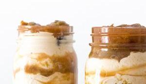 Kokos-Quark-Dessert Glas Kokosmilch Pflaumenkompott
