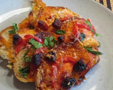 Feuriger Brotauflauf mit Tomaten und Chorizo