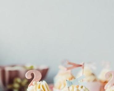 Geburtstagstorte, die 2. & Himbeerkokoscupcakes