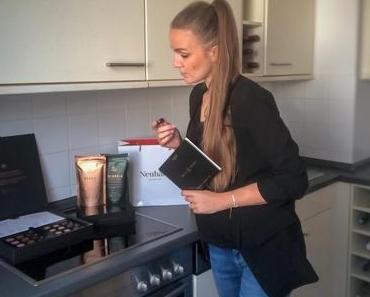 """Neuhaus: """"Coffee & Pralines Experience Box"""" – Kaffee & Praline - + + + 2 Box-Größen ++ mit oder ohne Kaffee ++ 6 verschiedene Pralinen, für 2 Tasting-Flights + + +"""